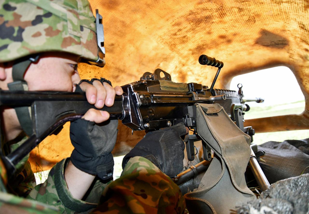 画像: 機関銃射撃(FRP内 ナンバー中隊)