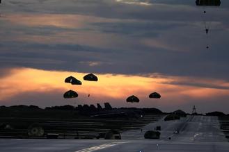 画像2: 1空挺団がグアムで米と共同降下訓練