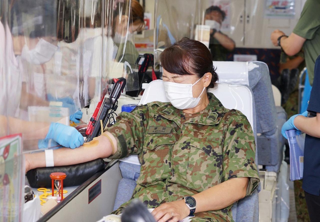 画像1: 駐屯地内で献血 隊員の協力で目標数を達成|岩見沢駐屯地