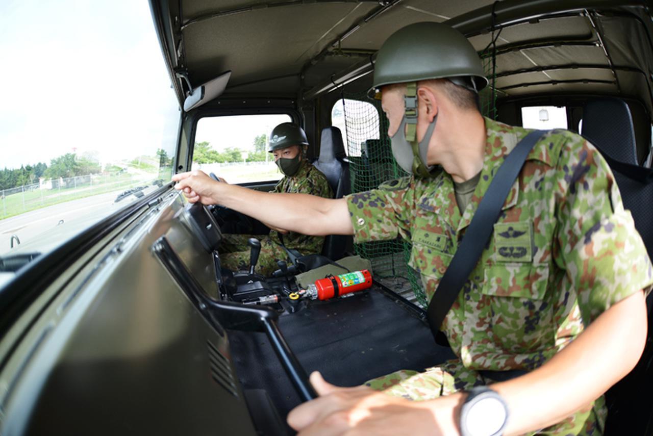 画像: 高機動車の操縦訓練