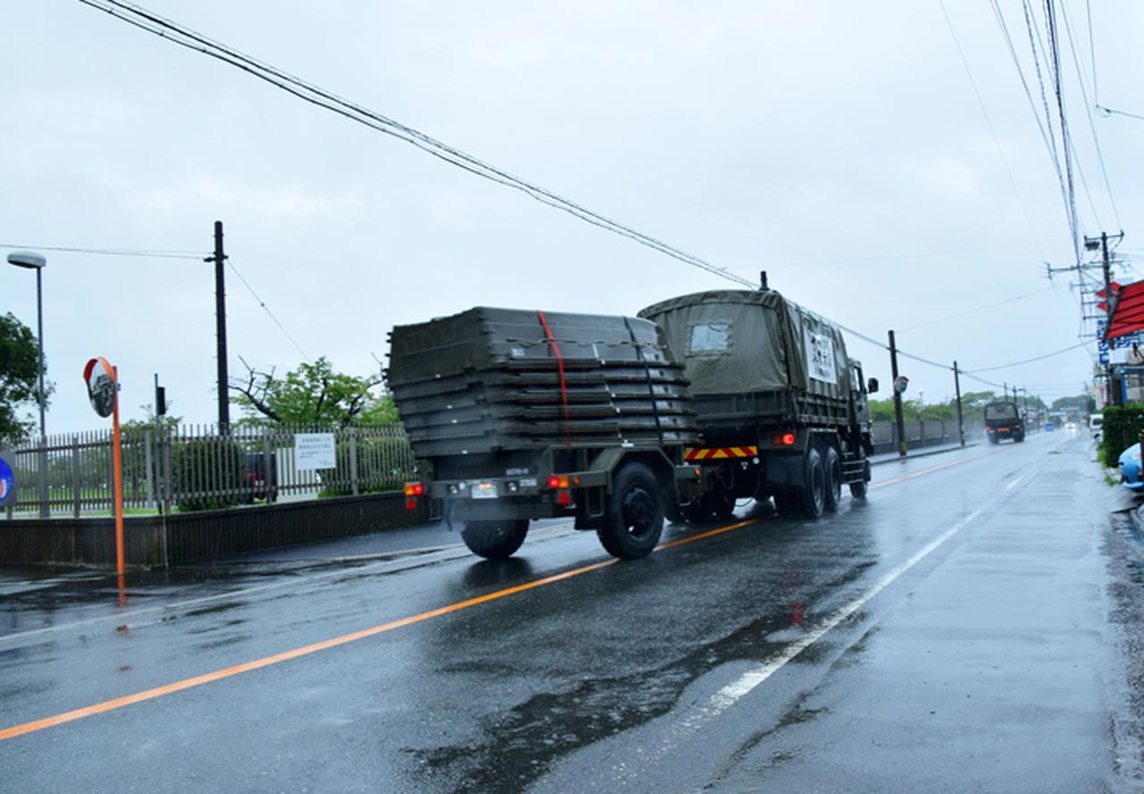 画像2: 災害派遣出発(佐賀県六角川へ)第9施設群 提供:統合幕僚監部