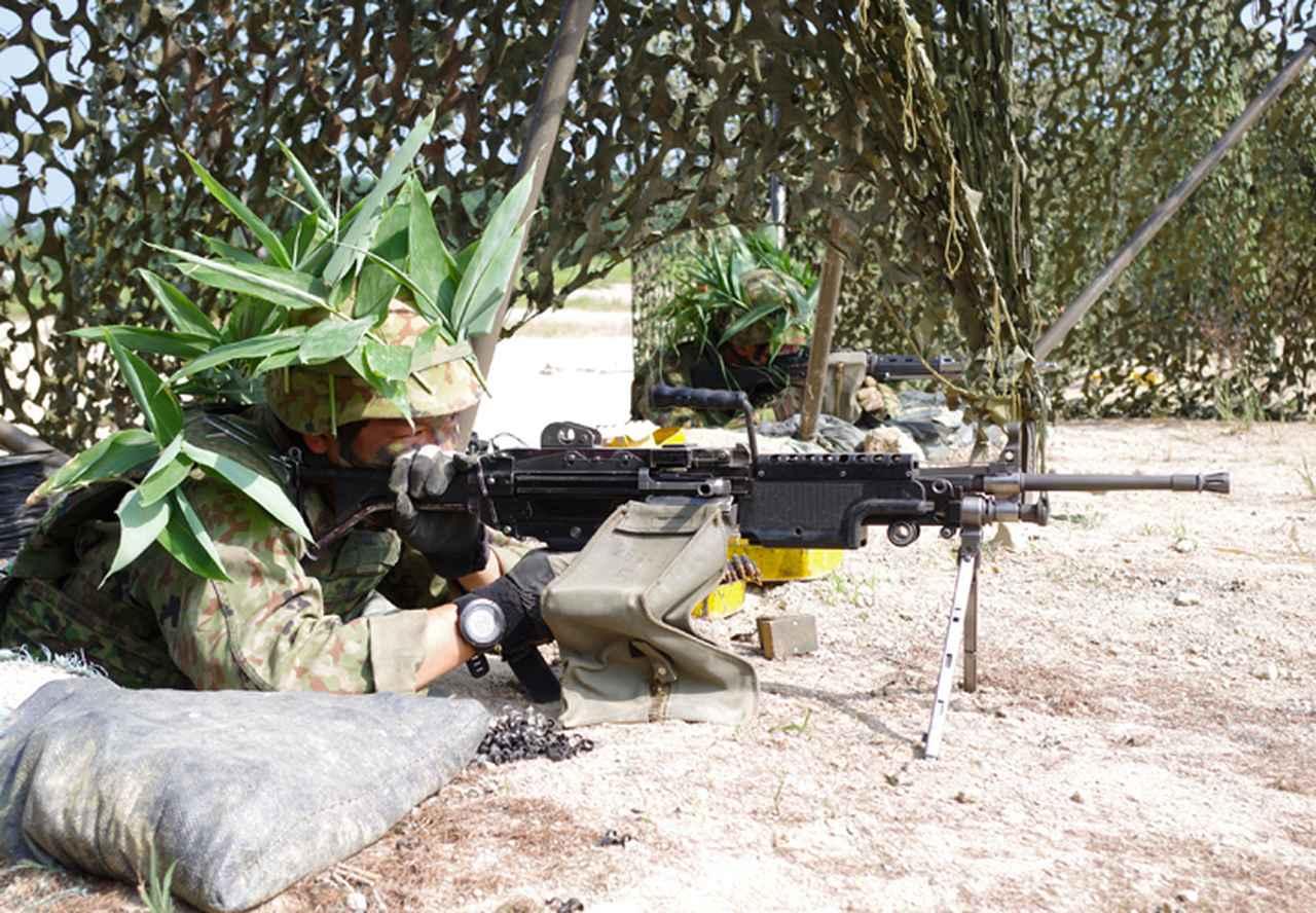 画像: (前)機関銃 佐々木3陸曹(第1中隊)、(奥)89式小銃 柏木2陸曹(第1中隊)