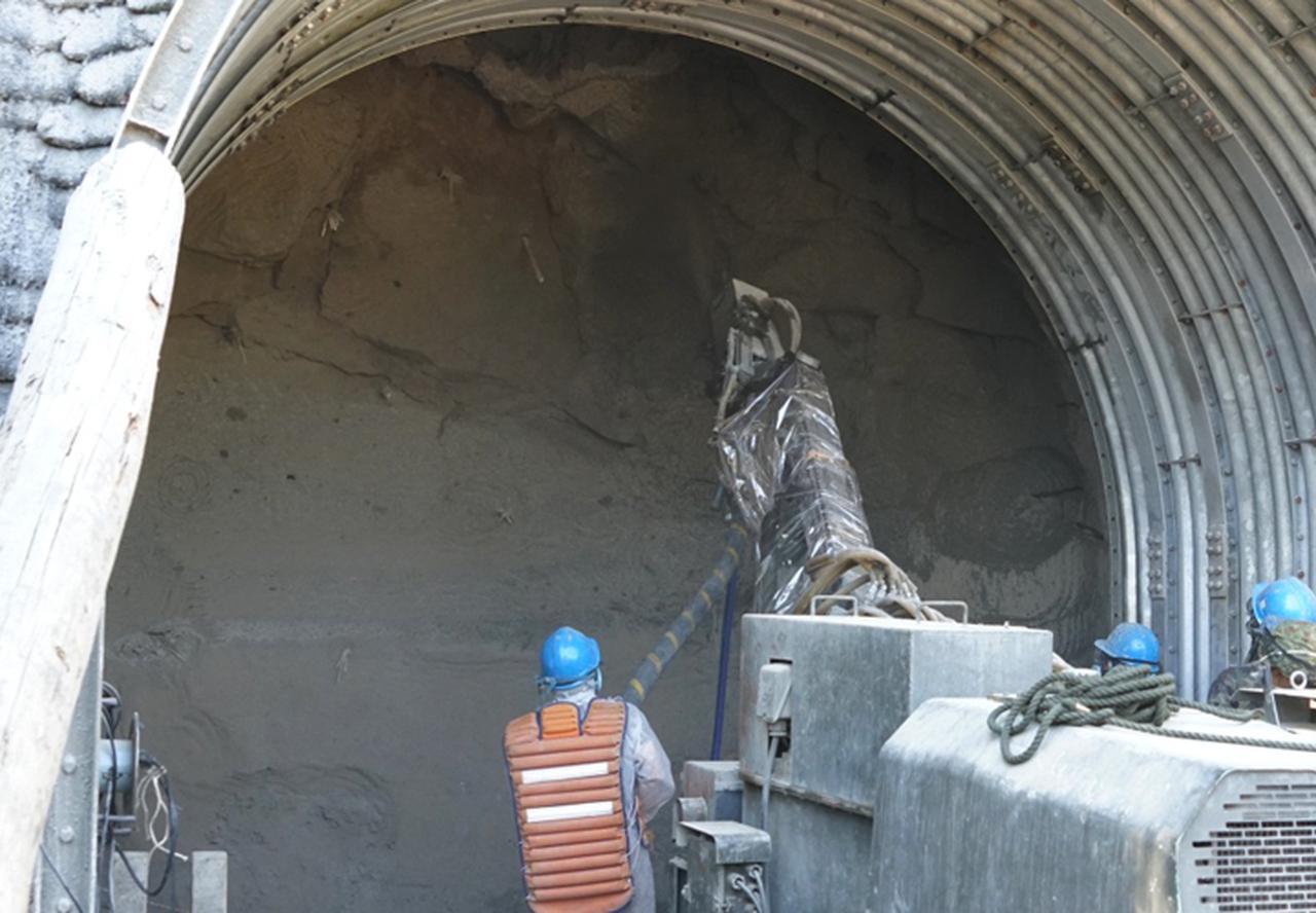 画像: コンクリート吹付