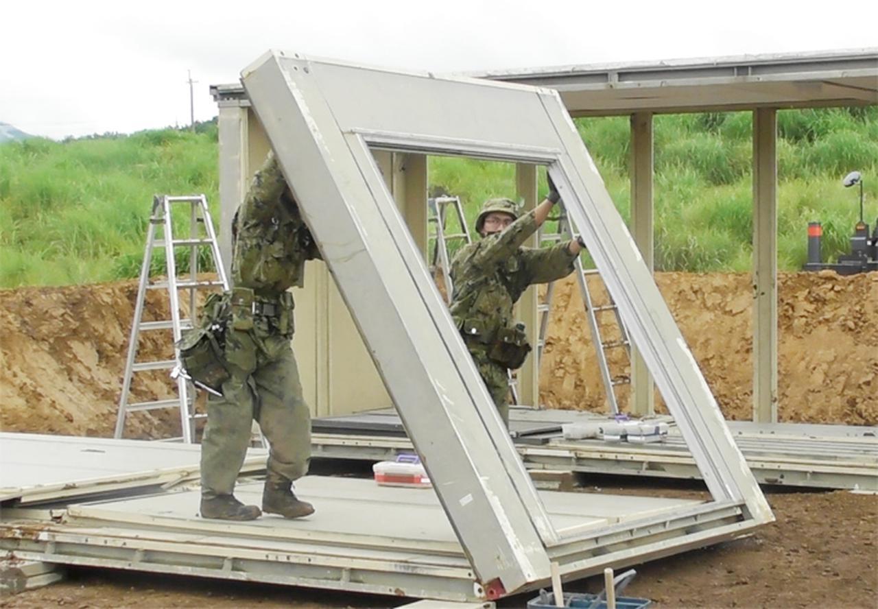 画像: 組立家屋の構築(第103施設器材隊)