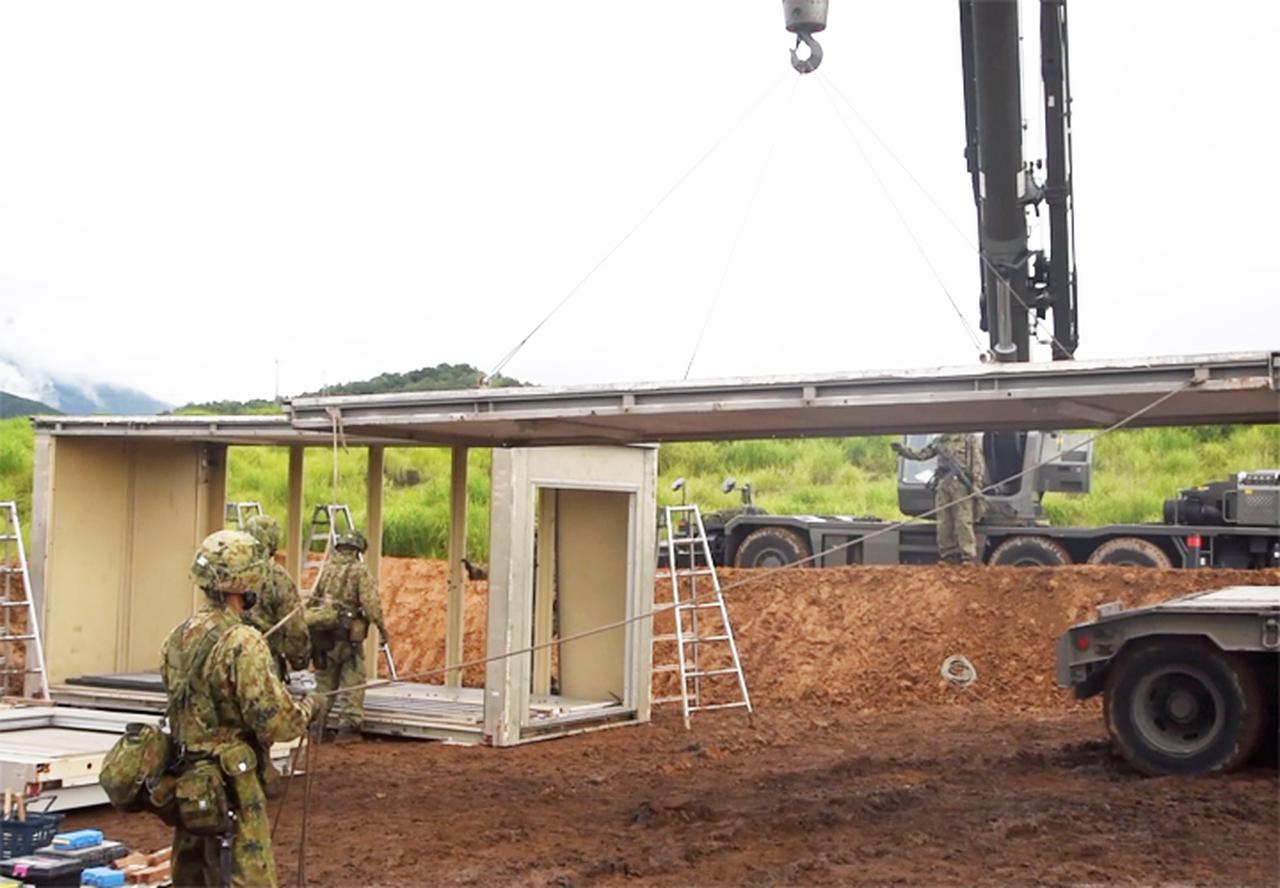 画像: 組立家屋の構築 (第103施設器材隊)