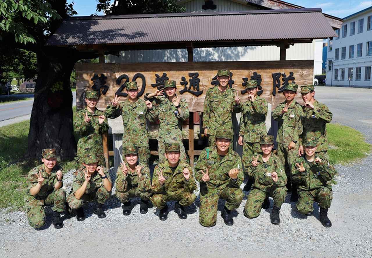 画像: 担当した第1中隊の隊員と記念撮影