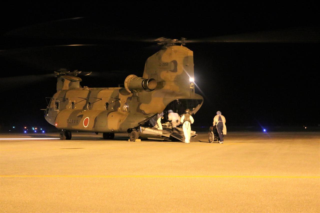 画像: 与那国空港からコロナ患者を空輸