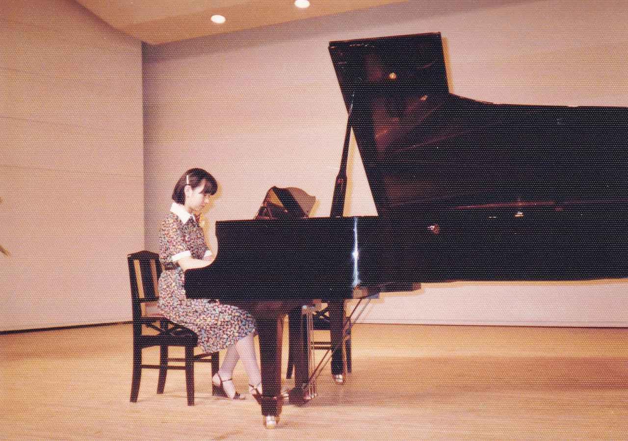 画像: 中学生時代、ピアノの発表会で
