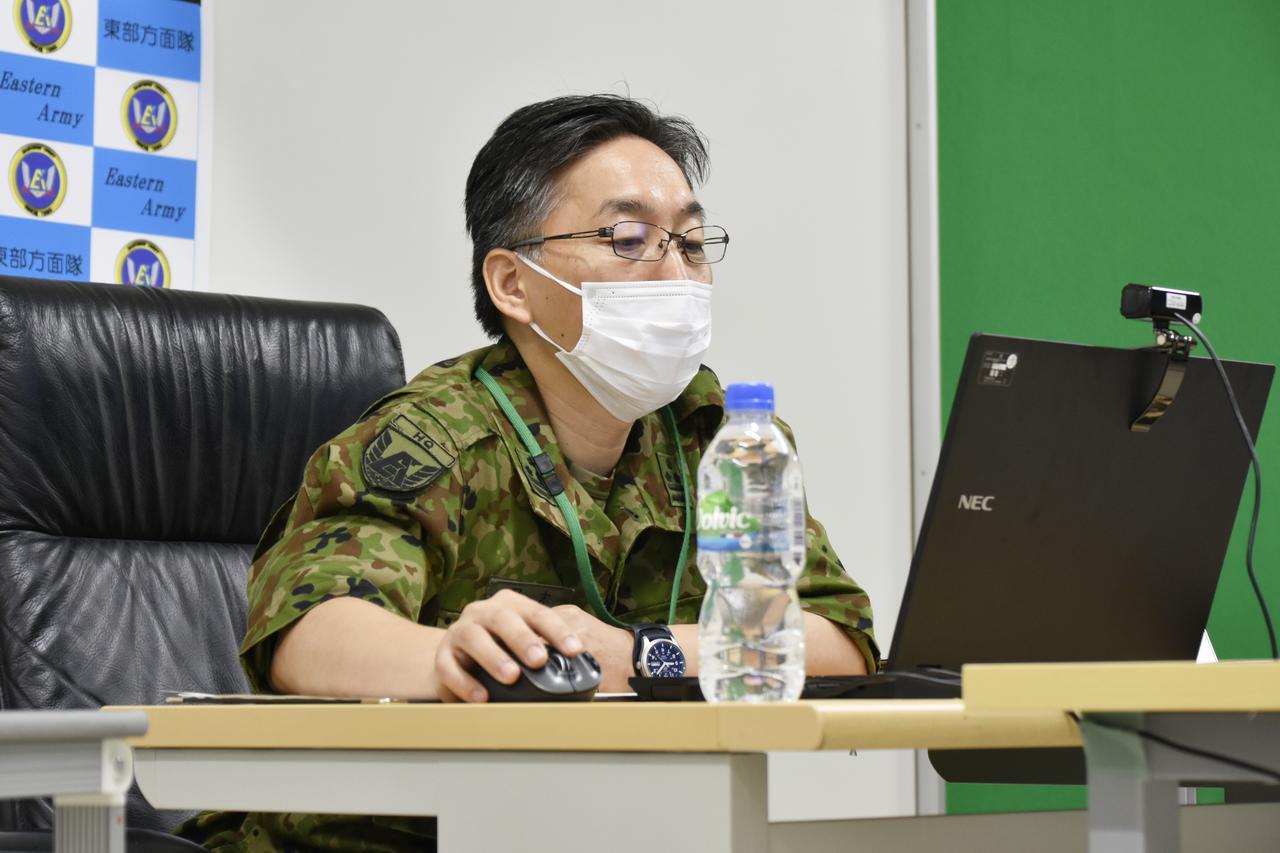 画像: 訓練担任官の又木1陸佐(東方医務官)