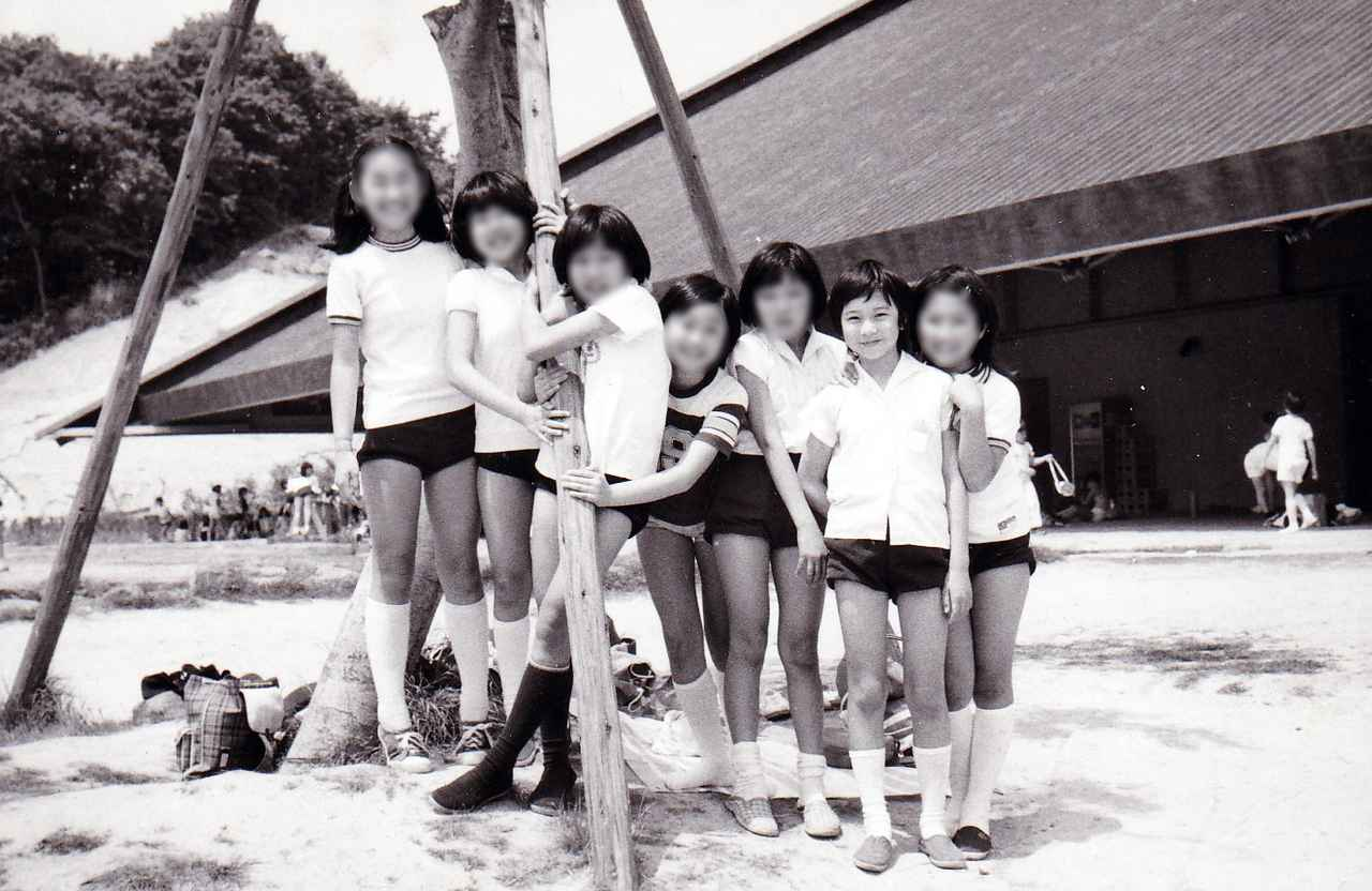 画像: 小学校時代(右から2番目が小野打司令)