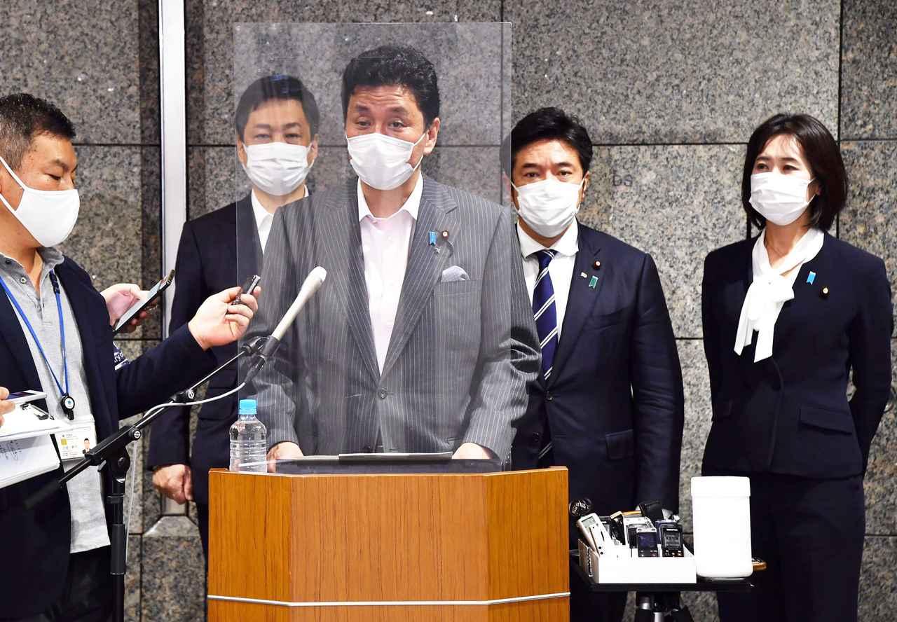 画像: 北朝鮮のミサイル発射問題で会見に臨む岸防衛相 防衛省・自衛隊ツイッターより