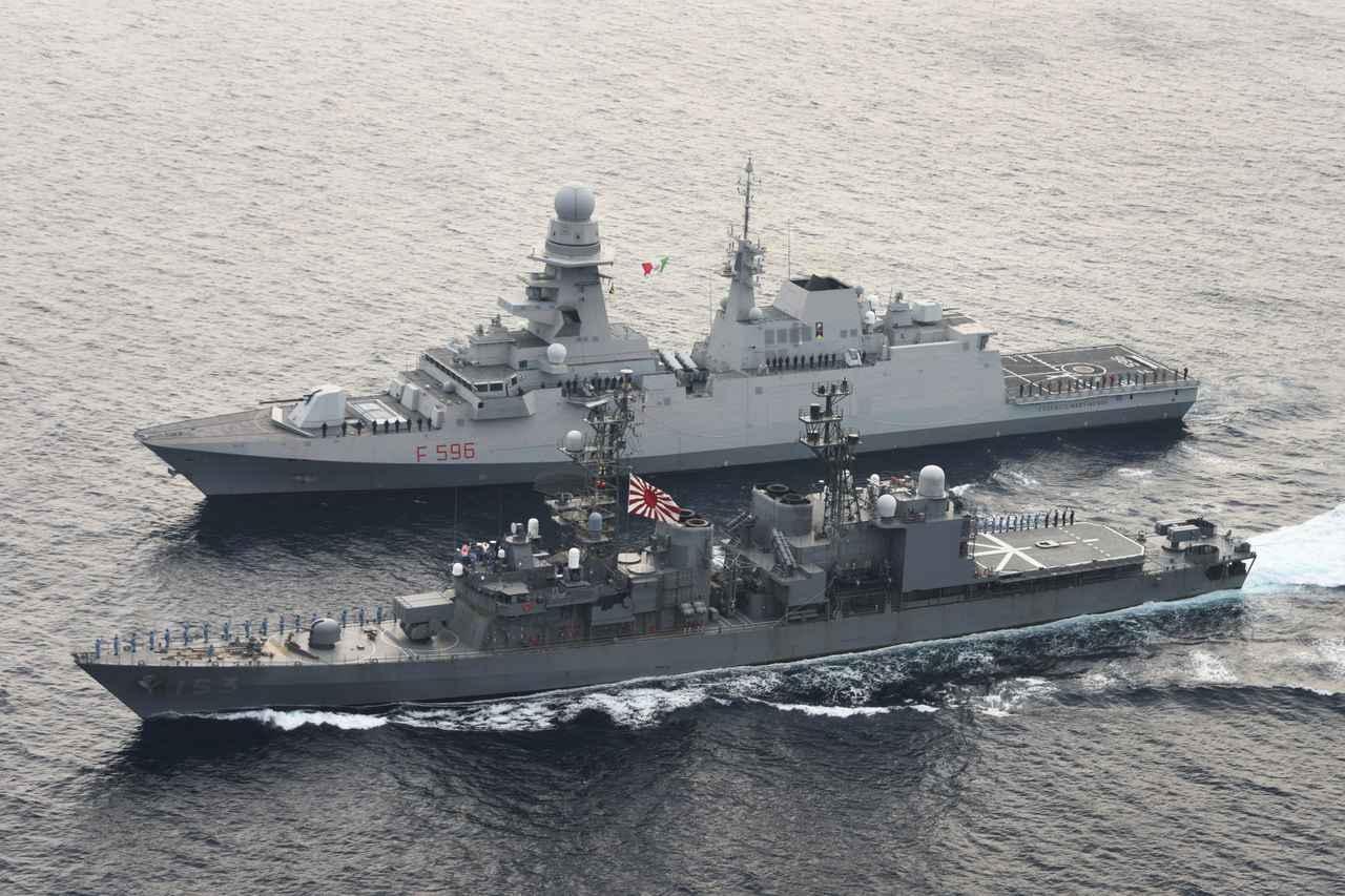 画像1: 海自の海賊対処部隊がイタリア海軍と共同訓練