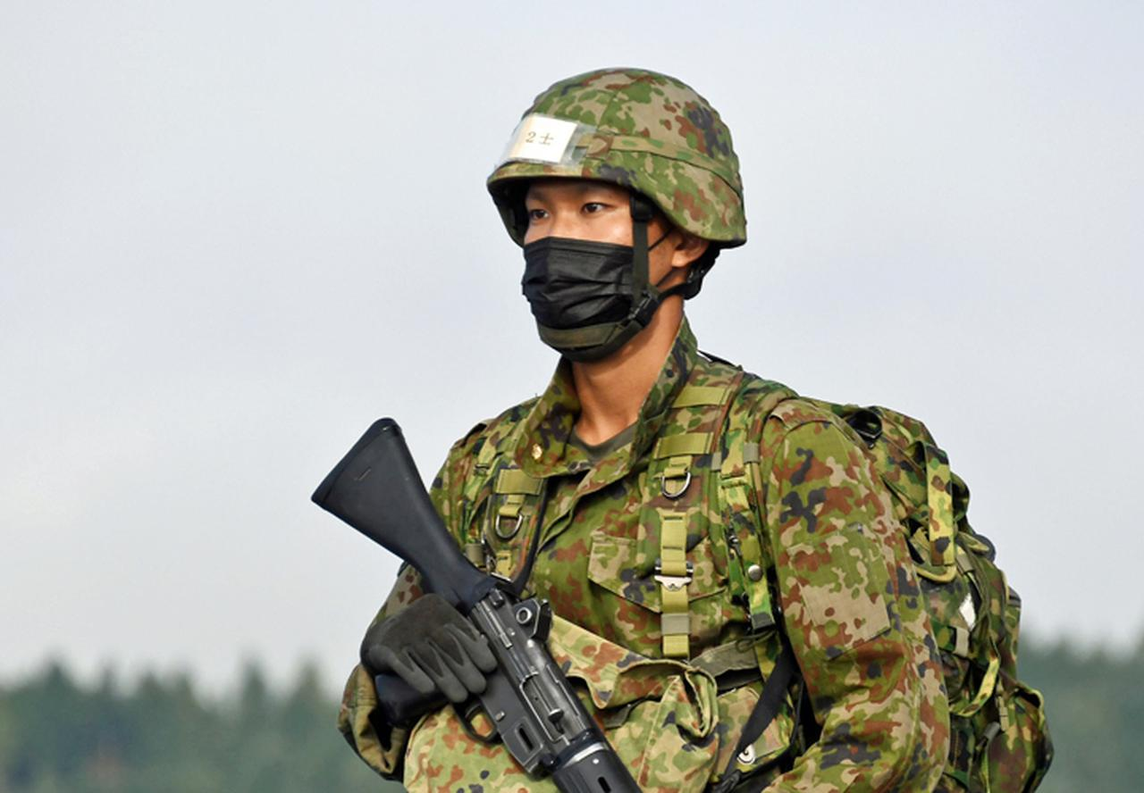 画像: 生き生きとした表情で行進する新隊員