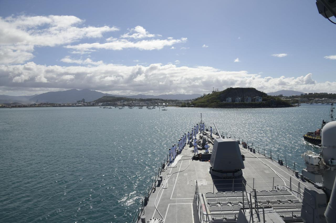 画像1: 護衛艦「しらぬい」がニューカレドニアに寄港
