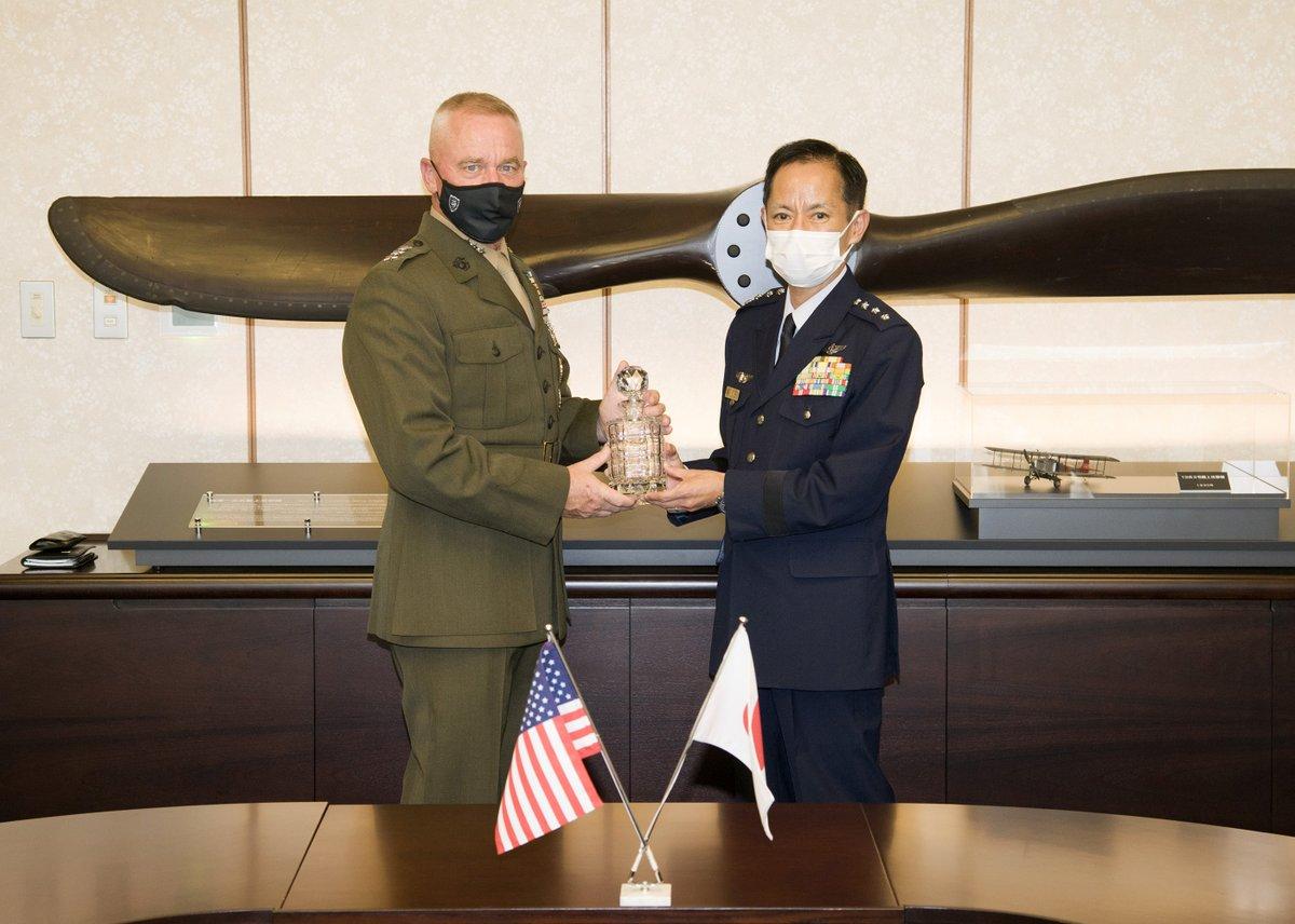 画像: 井筒空幕長(右)とクラーディ中将 航空自衛隊ツイッターより