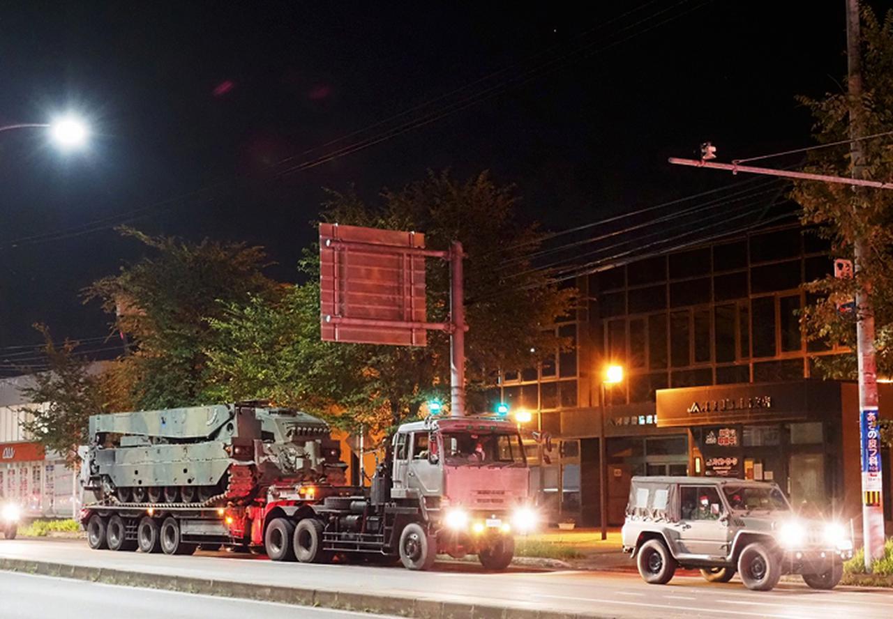 画像: トレーラーで輸送