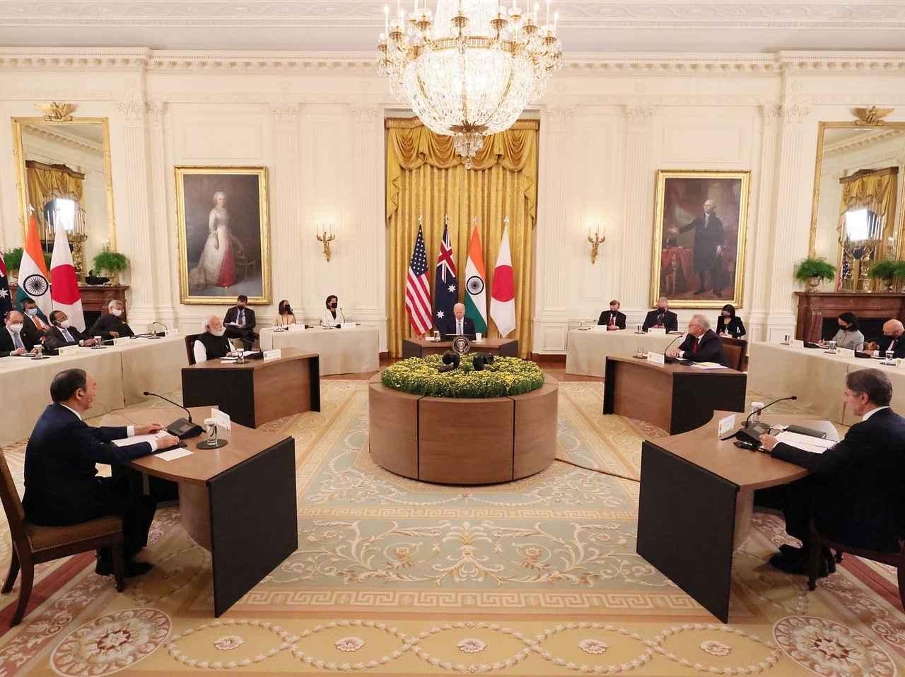 画像: 会合の様子 首相官邸ツイッターより