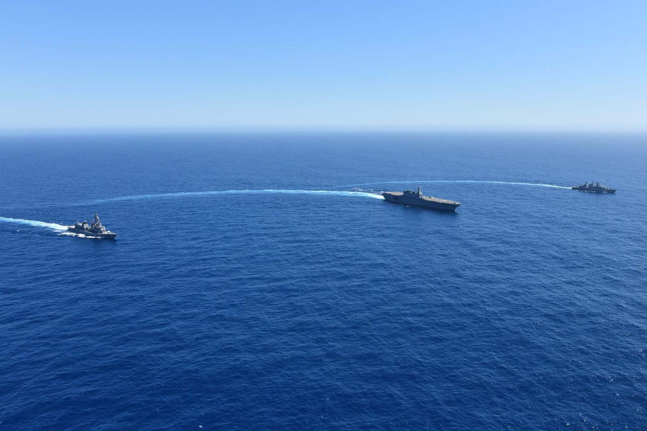 画像2: 海自がインド洋でドイツ海軍と共同訓練