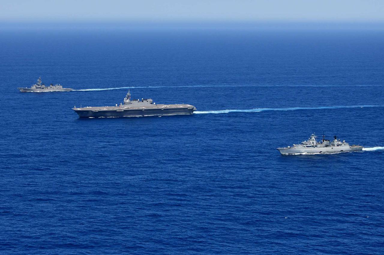 画像1: 海自がインド洋でドイツ海軍と共同訓練