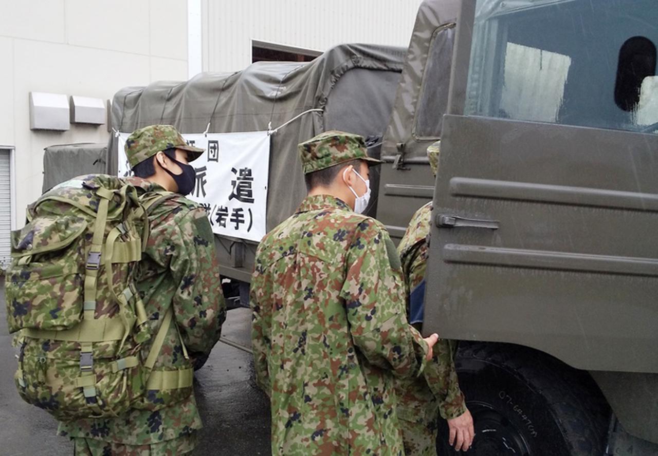 画像: 災害派遣活動に関する車両を見学