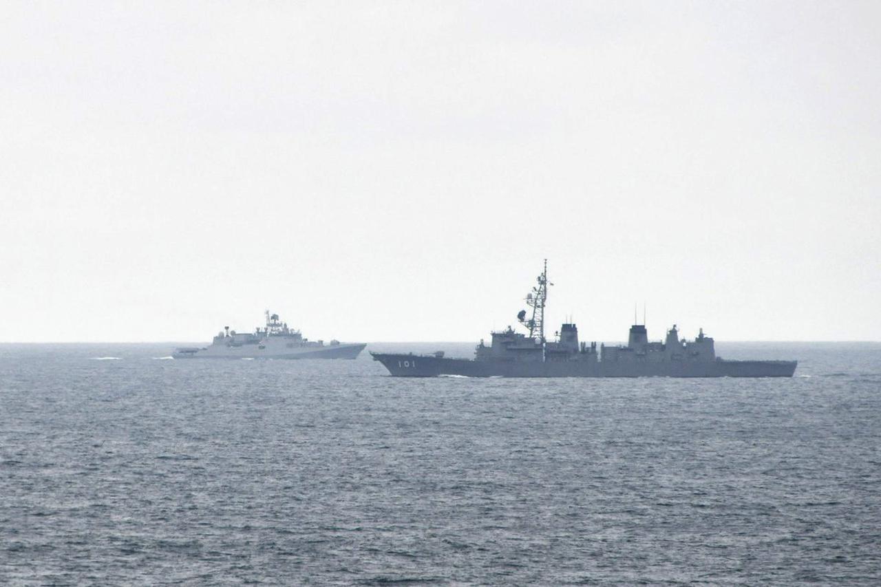 画像1: 海自がインド海軍との連携を強化