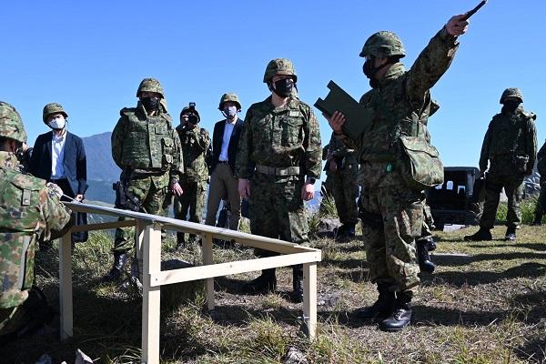 画像2: 中山防衛副大臣が「陸上自衛隊演習」を視察