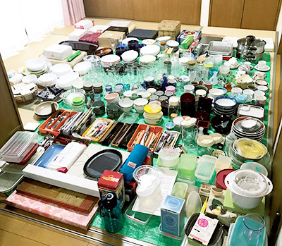 画像: キッチンの全部出し。物が多くても全部出すのが大切