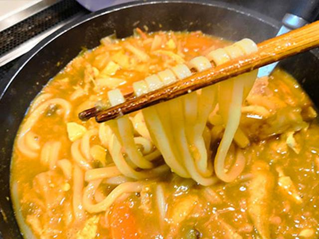 画像: 残った豚汁もいろいろアレンジが楽しめる。カレー粉、めんつゆ、おからパウダーを加えてうどんを入れれば、カレーうどんに大変身!