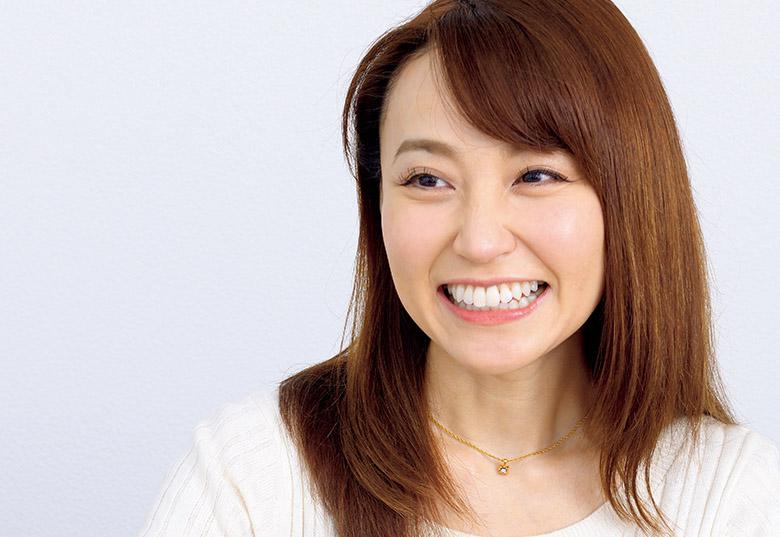 画像: 「笑顔は顔の筋肉のトレーニングになります。そして、ますますきれいになるんです」(中川)