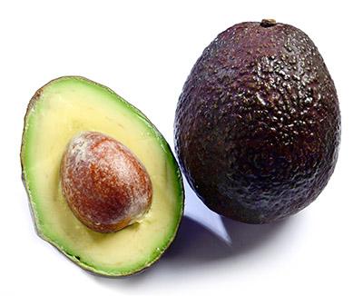画像: アボカドに含まれるビタミンKは、100gのアボカドで1日の摂取基準量の4分の1がとれる!そのほか、葉酸やビタミンC、ビタミンB6、カリウムが含まれており、カリウムはバナナより多い