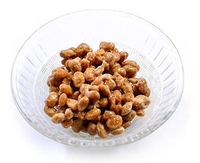 画像: 納豆1パックには、ビタミンB群、ビタミンK、抗酸化作用の高い大豆サポニン、疲労回復効果のある大豆ペプチドなどが含まれている。納豆の研究論文はなんと8600本以上!