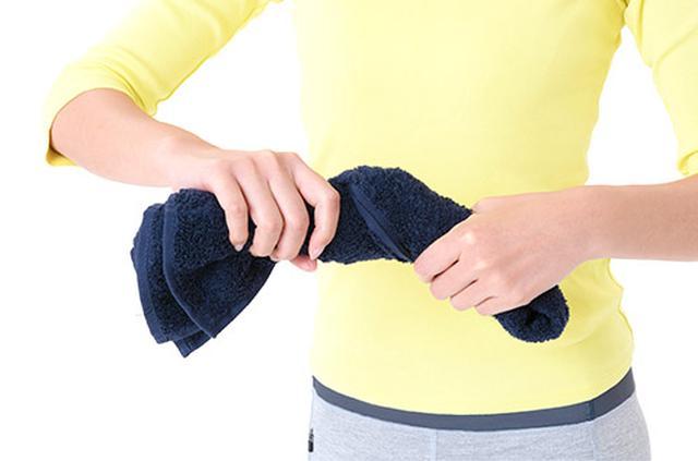 画像1: 白髪を予防・改善する 「首のホットタオル」のやり方