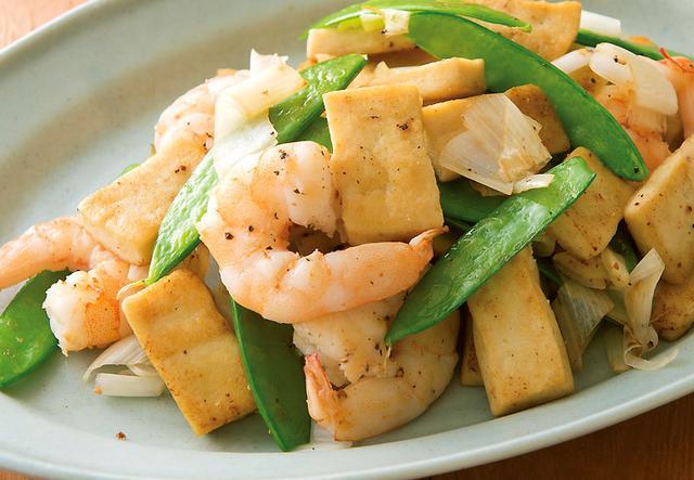 画像: 炒め物に加えて食べ応えアップ ♪ 高野豆腐とエビの塩炒め