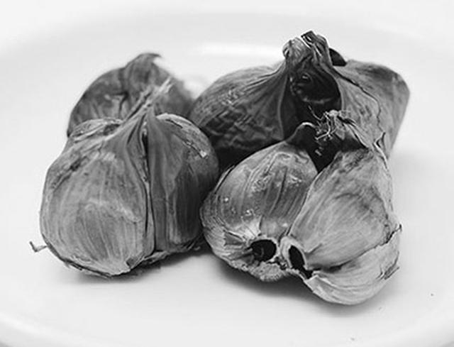 画像: ニンニクの発酵食品である黒ニンニクは、アホエンが豊富で、においも気にならない