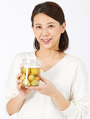 画像: 【酢ニンニクの作り方&活用レシピ】においを抑えて薬効を残す工夫を紹介 腸内の「やせ菌」増加や老化防止も