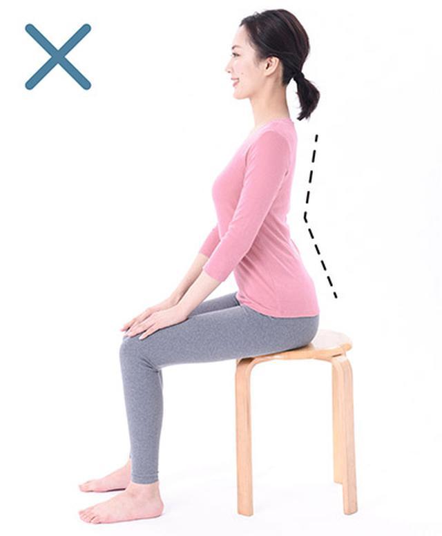画像: 腰を反り過ぎたいわゆる「反り腰」の姿勢。これをいい姿勢だと思っている人は多く、要注意です。