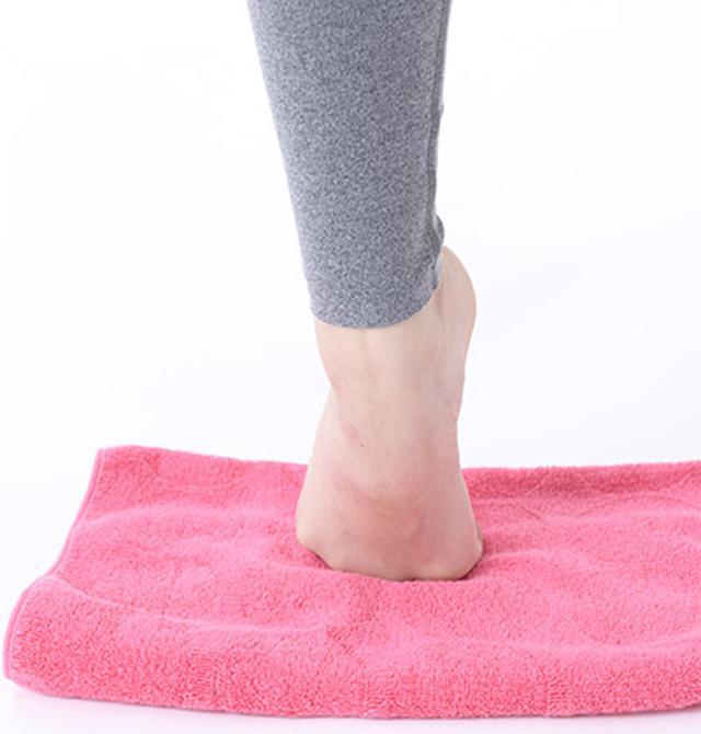 画像1: 【足痩せストレッチ】足の甲を伸ばすのがポイント 血液とリンパの流れもよくなってむくみ解消効果も