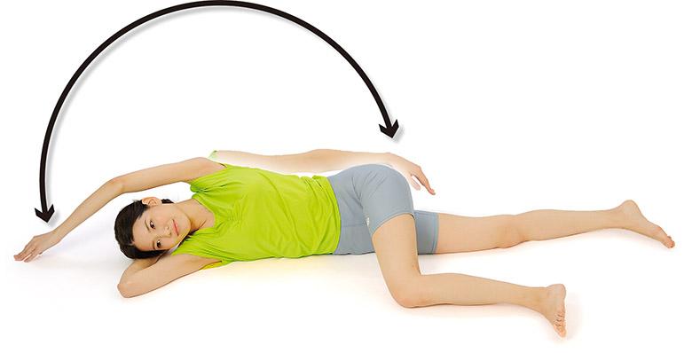 画像: 肩回しストレッチのやり方