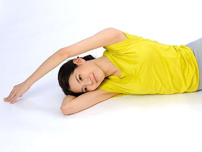 画像: 上半身を緩めることが股関節の負担減につながる