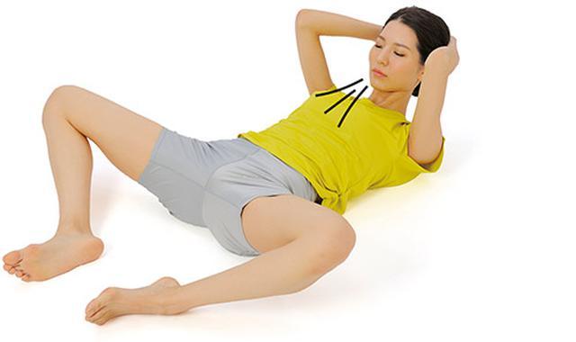 画像2: 足を左右に開く腹筋運動