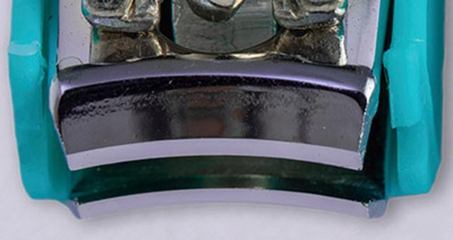 画像: 曲線刃 刃先がカーブを描いている。爪の形を整えながら切れるが、足の爪を切る際にはあまり向かない。