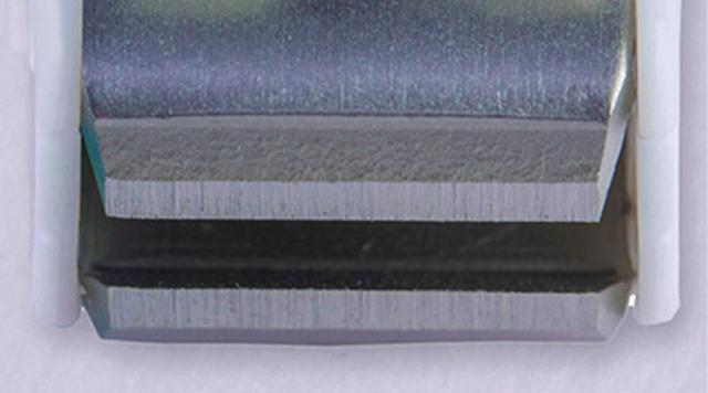画像: 直線刃 刃先がまっすぐになっている。爪を切り過ぎてしまうことが少ないので、深爪の防止にもつながる。