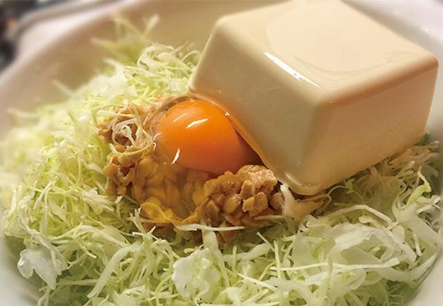 画像: 松本さんが実際に食べる卵と豆腐入りのキャベツ納豆