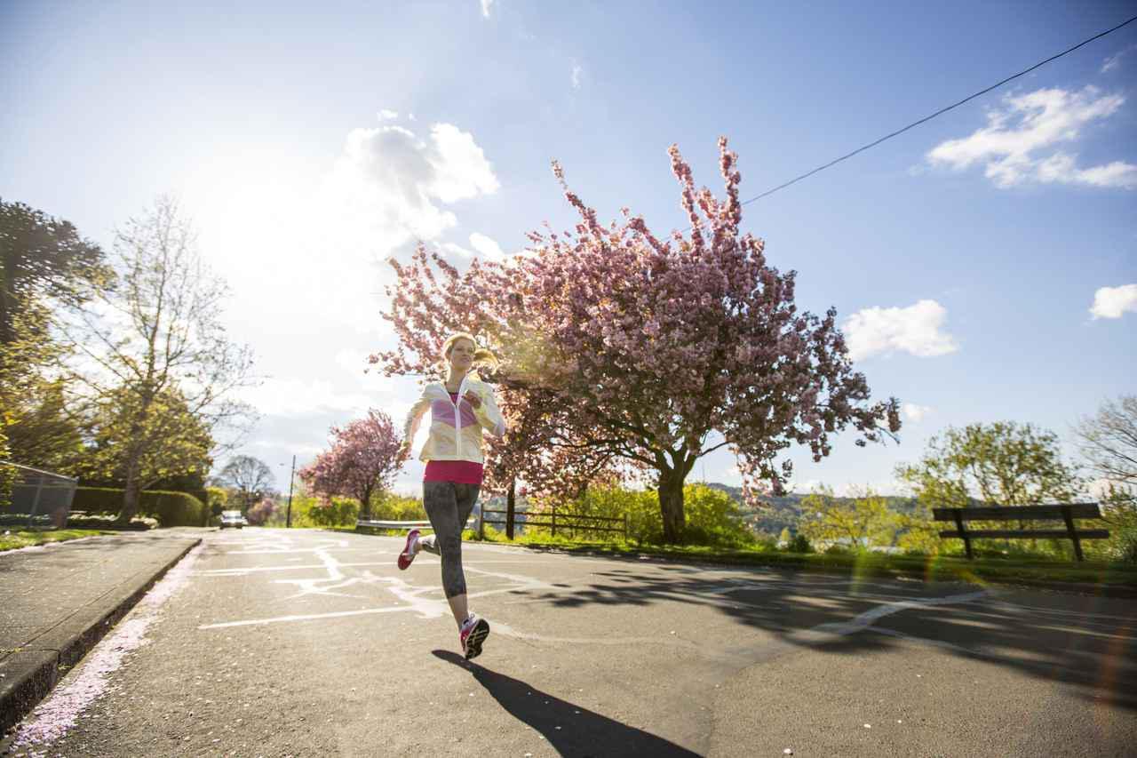 画像: 【ランニング初心者の走り方】 まずは30分、近所をゆっくり走るだけで疲れやストレスが取れる! - かぽれ