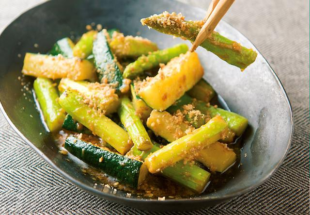 画像: 甘酒活用レシピ アスパラガスとズッキーニの甘辛炒め