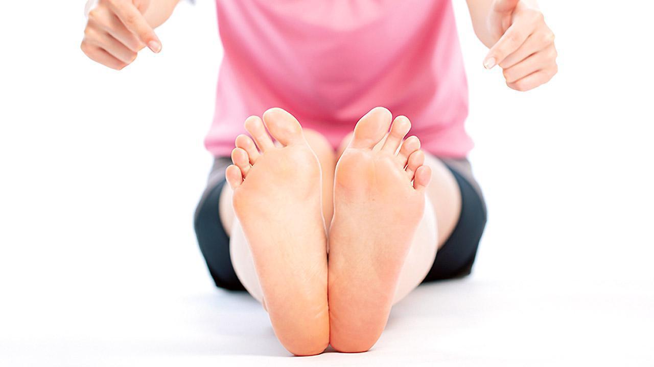 画像: 【タコ・ウオノメ】姿勢や歩き方のクセが原因かも 足の不調を改善するセルフケアを専門医が紹介 - かぽれ