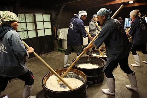 画像: 寺田本家の酒造りの様子
