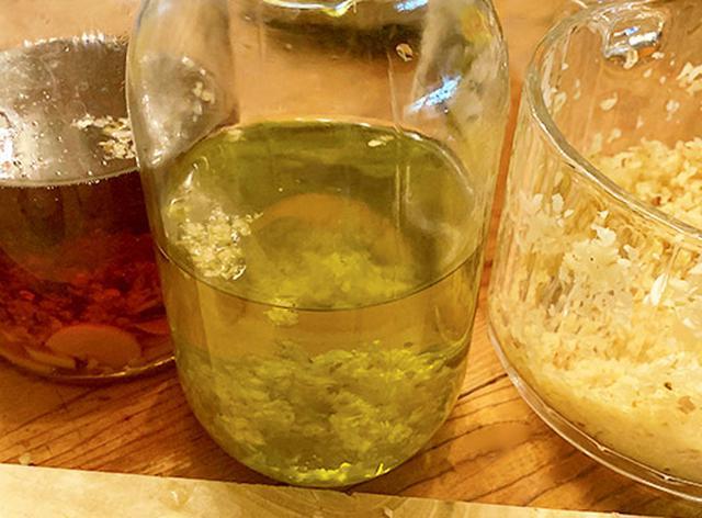 画像: 森島さんの家にはショウガで作った調味料がたくさん