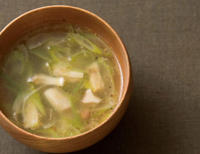 画像: ネギとキノコのスープ
