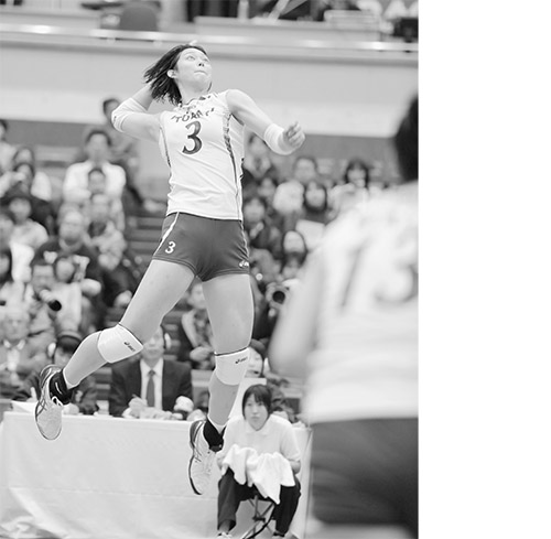 画像: 日本人離れした体格と跳躍力からくり出されるスパイクで、強豪国相手でも得点を増産。